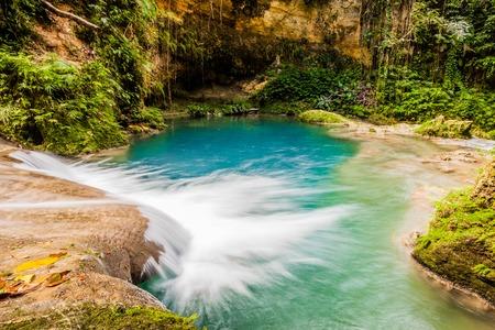 Jamajka niebieska dziura wodospad tropikalny