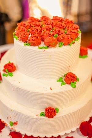 Wedding cake white with roses