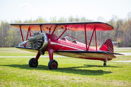 Vintage red plane ready to fly on the field at day 版權商用圖片