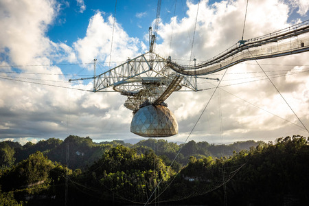 Large radio telescope dish in Arecibo national observatory 版權商用圖片