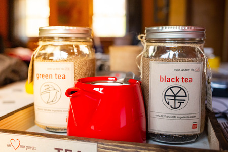 Morning wake up tea set with kettle and black green tea in tray Stok Fotoğraf