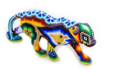 Il tradizionale ornamento di perline huichol rappresenta la cultura messicana Archivio Fotografico