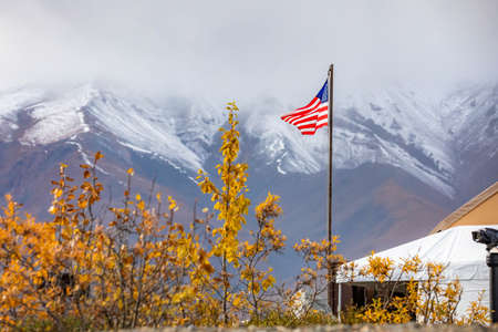 USA flag proudly raised at Denali National park station in Alaska at day Zdjęcie Seryjne