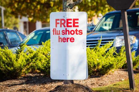 Free flue shots outdoor sign walk-in immunization provided Zdjęcie Seryjne