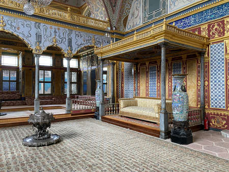 ISTANBUL, Turkey - 12/20/2020: Harem Throne Room / Imperial Hall of the SULTANS in the TOPKAPI PALACE. Banco de Imagens - 161656999
