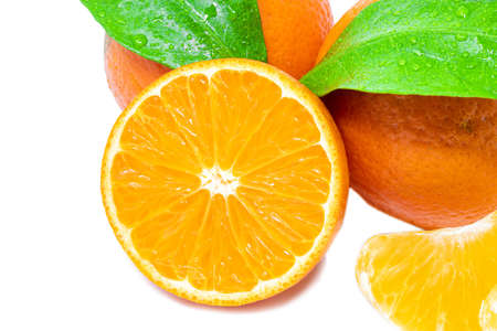 Group of whole and cut mandarines with green leafs on white background close up Standard-Bild