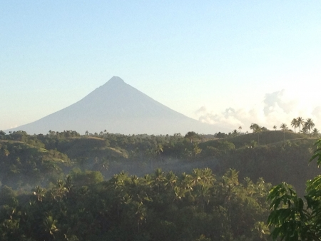 mayon: majestic mayon volcano