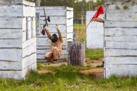 paintball: Extreme capture of red flag in paintball game