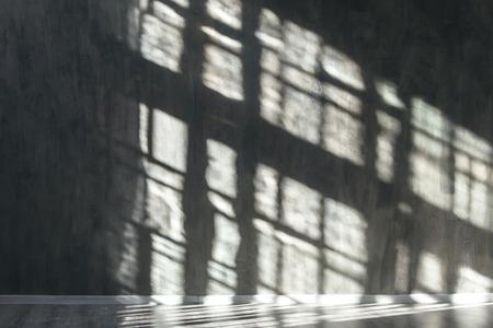 Ściana z kamienia z cieniami z okna. Tło.