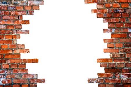 derrumbe: agujero blanco en la pared de ladrillo. Foto de archivo