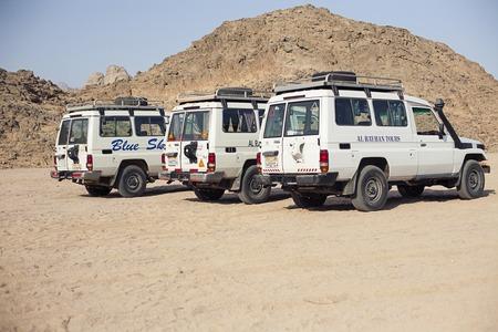 arabe: Egipto Sharm el Sheikh - agosto 2016: SUV coche de turismo de safari sin gente Editorial