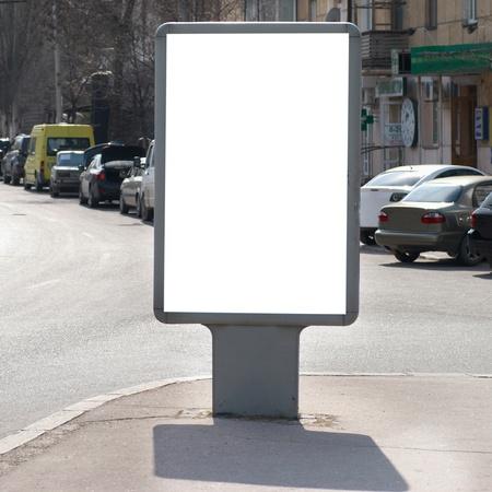 blank billboard: Vertikale leere Plakatwand an der Stadtstra�e Lizenzfreie Bilder