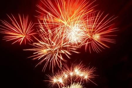 Kleurrijke vuurwerk op de zwarte hemel achtergrond Stockfoto - 13029334