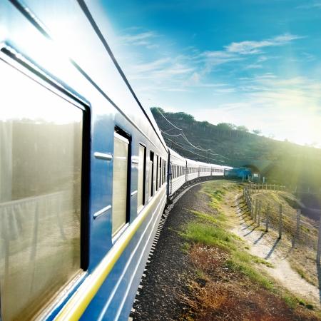 Motion-Bahn und blauen Wagen. Stadtverkehr
