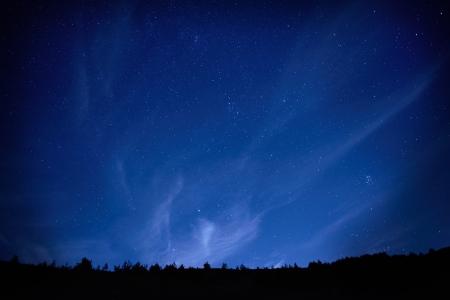Blauwe donkere nacht hemel met veel sterren Ruimte achtergrond Stockfoto - 16859192