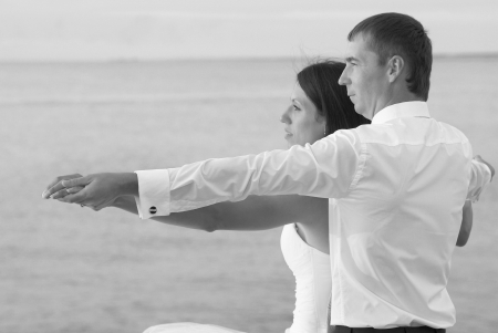 titanic: Beautiful wedding couple- bride and groom at the beach. Black and white Stock Photo