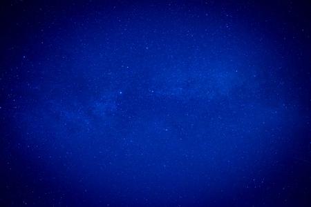 Bleu ciel nocturne avec de nombreuses stars. Espace milkyway fond Banque d'images - 54634382