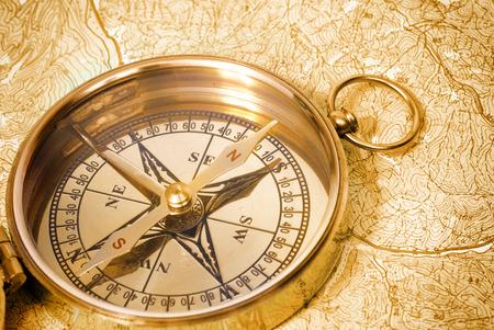 グランジの古地図に関する古代の黄金の羅針盤 写真素材