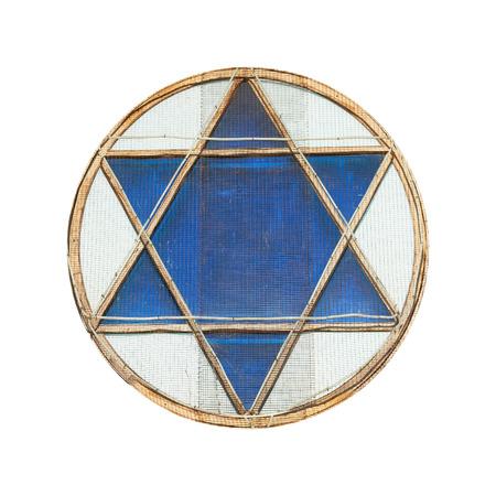 estrella de david: estrella de David azul en la ventana aislada en el fondo blanco