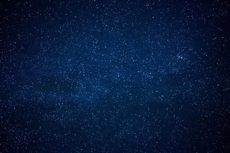 Niebieskie ciemne nocne niebo z wieloma gwiazdami. Milk sposób na tle przestrzeni kosmicznej Zdjęcie Seryjne