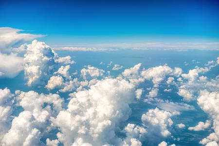 푸른 구름과 하늘입니다. 자연 배경