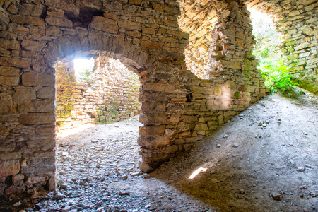 dirty room: Old abandoned ruins with light from entrance