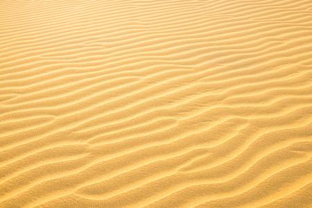 Texture des dunes de sable du désert jaune. Peut être utilisé comme fond naturel Banque d'images