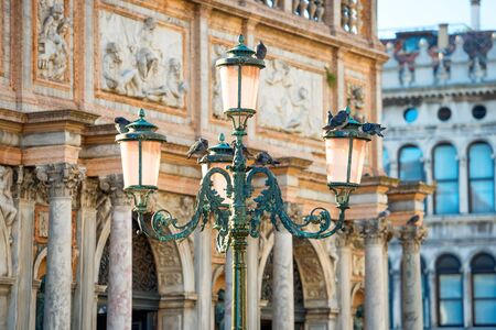 Old pink lantern at famous Piazza San Marco in Venice, Italy Stockfoto