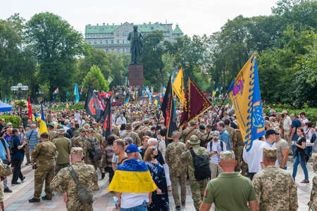 KIEV, UKRAINE - AUGUST 24, 2020: March of defenders, parade in Kyiv, dedicated to the Independence Day of Ukraine, 29th anniversary. 版權商用圖片 - 155239914