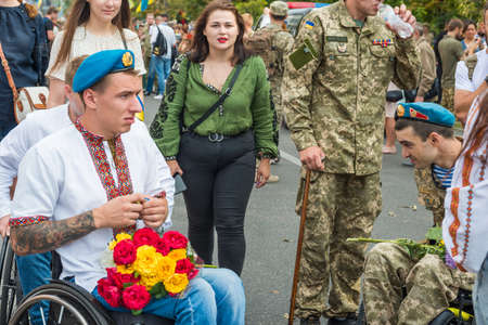 KIEV, UKRAINE - AUGUST 24, 2020: Disabled soldiers in wheelchairs on march of defenders, parade in Kyiv, dedicated to the Independence Day of Ukraine, 29th anniversary. 版權商用圖片 - 155239876