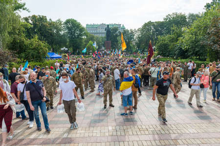 KIEV, UKRAINE - AUGUST 24, 2020: March of defenders, parade in Kyiv, dedicated to the Independence Day of Ukraine, 29th anniversary. 版權商用圖片 - 155239885