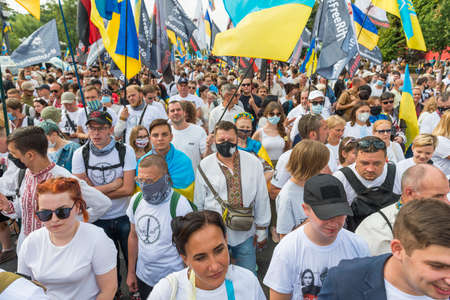 KIEV, UKRAINE - AUGUST 24, 2020: People on March of defenders, parade in Kyiv, dedicated to the Independence Day of Ukraine, 29th anniversary. 版權商用圖片 - 155239838