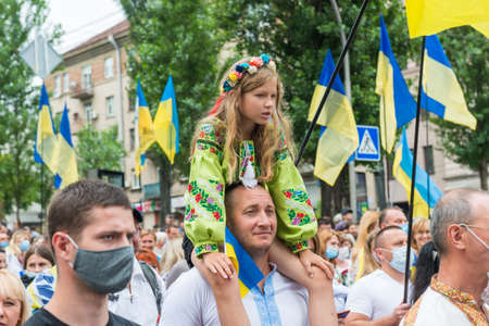 KIEV, UKRAINE - AUGUST 24, 2020: Father with little daughter on March of defenders, parade in Kyiv, dedicated to the Independence Day of Ukraine, 29th anniversary. 에디토리얼