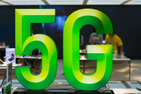 5G sign data concept in business mobile office