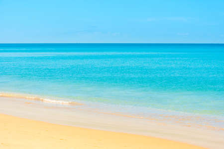 Summer vacation sea nature background. Blue sea water and sand beach Banque d'images