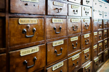 Retro wooden boxes with medicine labels in old pharmacy Banque d'images