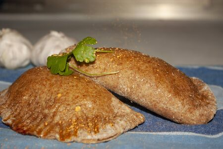 Golden patties marinated with gold powder that slowly cooks gourmet Archivio Fotografico