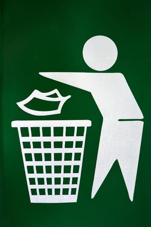 tirar basura: No hay se�ales de tirar basura papelera Foto de archivo
