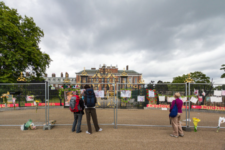 lady diana: Kensington Palace, England - Jul 9: People coming to recall to Diana, Princess of Wales on Jul 9, 2011 at Kensington Palace, London, England