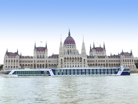 Hungarian parlamant at daytime with Danube
