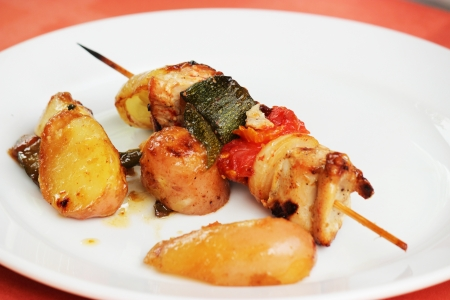 pep: Grilled chicken meal and vegetables with potatoes