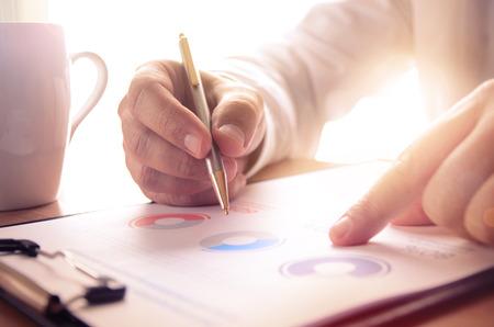 estadistica: Estudio Empresario informe financiero. Concepto de negocio, finanzas, estudios de mercado, análisis y estadísticas, marketing.