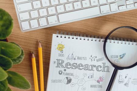 Business-Konzept für Marktforschung, Marketing, Planung, Analyse, Statistik, die Entwicklung neuer Produkte. Konzept kann für verschiedene Zwecke wie Website-Banner, Hintergrund, Plakat, Präsentationsvorlagen und Marketing-Materialien verwendet werden.