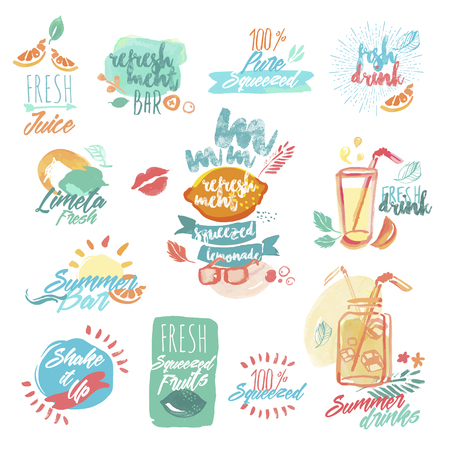 jugo de frutas: Conjunto de etiquetas y señales de zumo de fruta fresca y bebidas acuarela dibujado a mano. ilustraciones vectoriales para el menú, la comida y la bebida, restaurante y bar, refresco de té, bar de cócteles, fruta orgánica, vacaciones de verano.