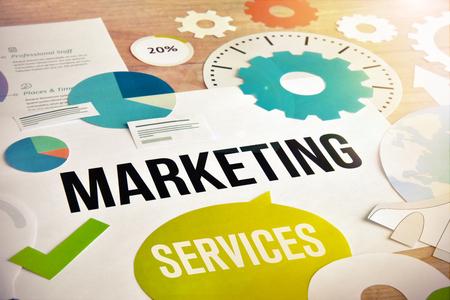 Diseño de concepto de servicios de marketing. Concepto de sitio web y banner móvil, marketing en internet, redes sociales y redes, comercio electrónico, plantilla de presentación, material de marketing. Foto de archivo - 77004198