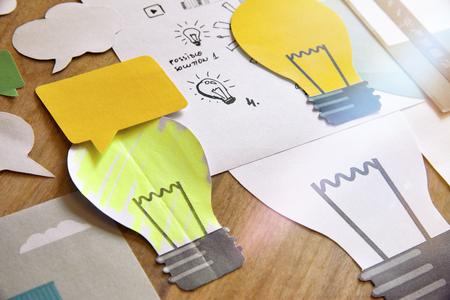 큰 아이디어 개념 디자인입니다. 비즈니스, 마케팅, 브레인 스토밍, 독창적 인 프로젝트, 제품 개발, 시작, 컨설팅, 혁신을위한 개념.