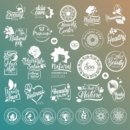 Inzameling van etiketten en elementen voor natuurlijke cosmetica en schoonheidsproducten. Vector illustraties op een gestileerde achtergrond, voor cosmetica, gezondheidszorg, spa en wellness.