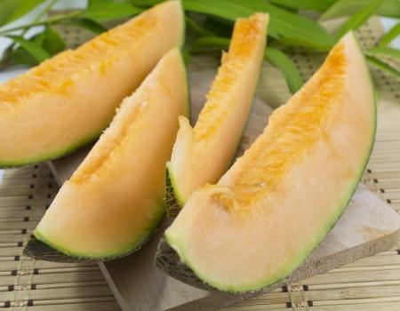 fresh cut slices of cantaloupe