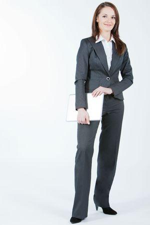 Business-Frau, stehend und Computer in Händen halten