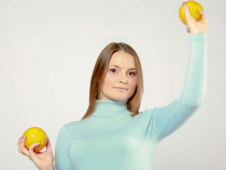 woman holding orange friuts in her hands